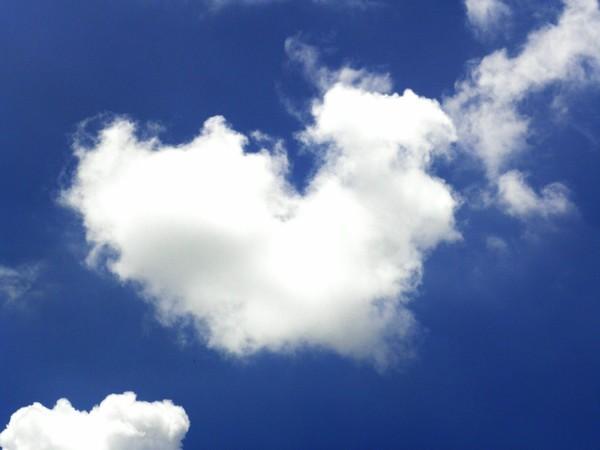 一朵像中国地图的白云